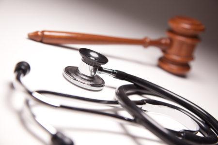 Можно ли привлечь врача к ответственности за халатность и как это сделать