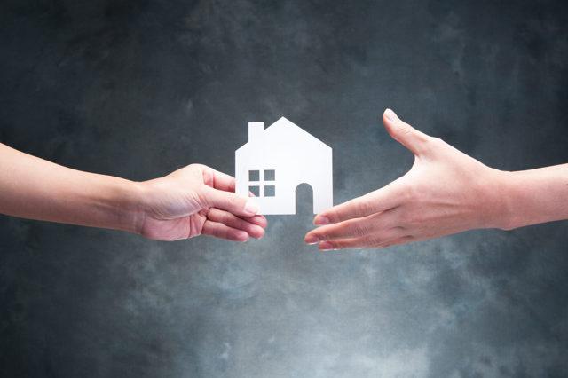 Делится ли подаренная квартира при разводе