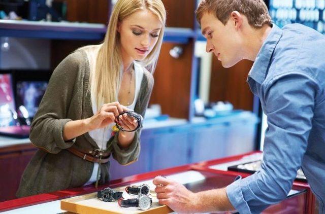 Обязанности продавца консультанта: особенности профессии и ожидаемая зарплата