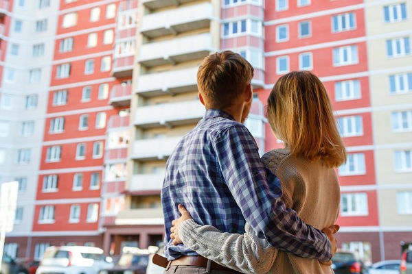 До какого возраста считается молодая семья: возраст супругов в федеральных законах 2021 года, кто может участвовать в программе